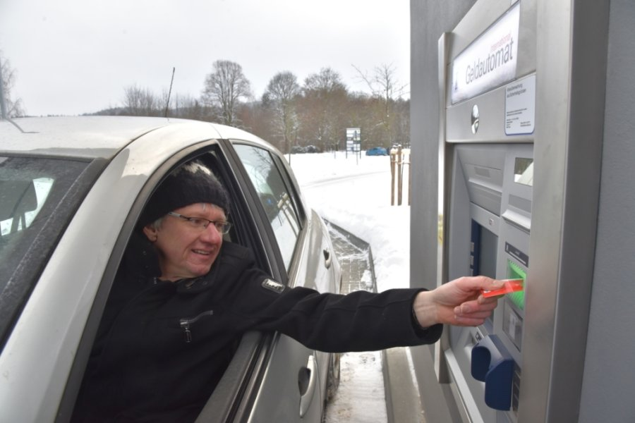 Sparkasse eröffnet Drive-In-Geldautomat in Oelsnitz - Automat Heppeplatz vom Netz