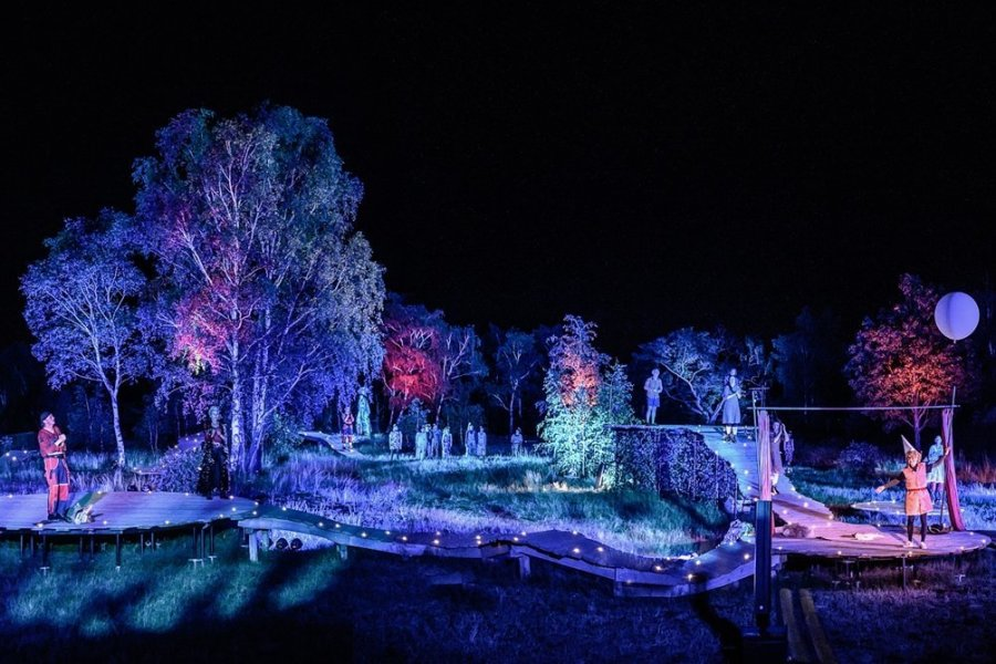 """Die großartig illuminierte Bergbauanlage """"Alte Elisabeth"""" bot eine fantastische Kulisse für Shakespeares """"Sommernachtstraum""""."""