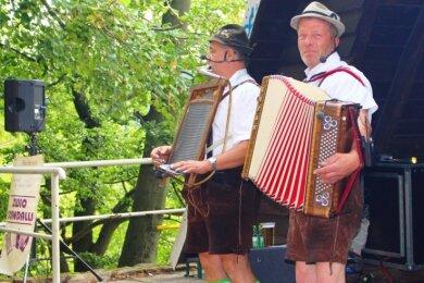 Das Duo Zwio Scandalli spielt traditionell beim Kunnersteinfest. Auch diesmal sorgen André Zenker und Heiko Blum für Stimmung.