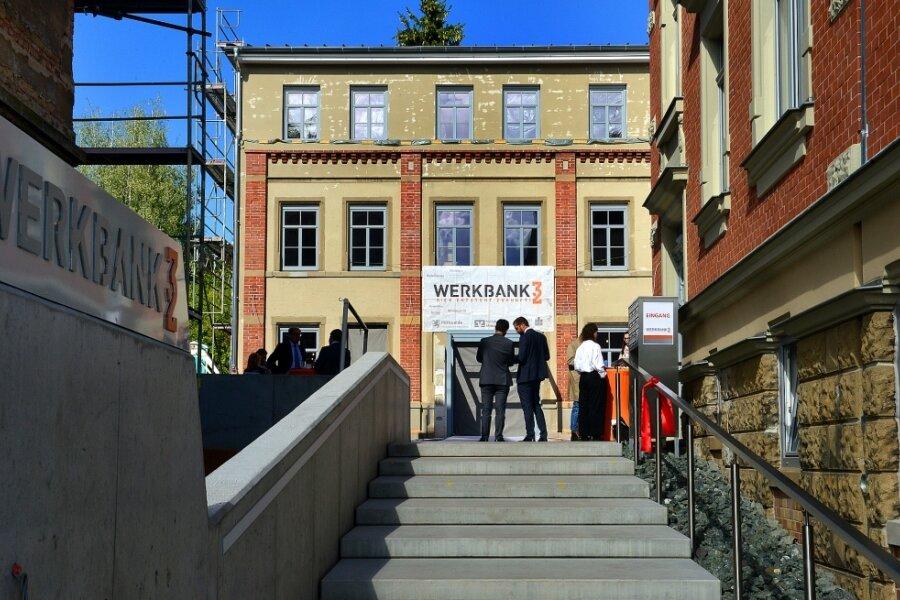 Drei Gebäude gibt es auf dem Gelände, das erste - die Villa rechts im Bild - ist nun eröffnet worden. Anfang kommenden Jahres soll es mit dem Wäschereigebäude weitergehen, das hier frontal zu sehen ist.