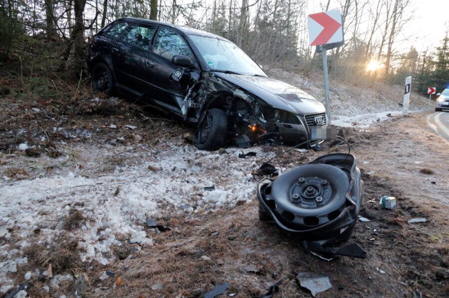 Glatte Straße: Mehrere Unfälle zwischen Erdmannsdorf und Euba