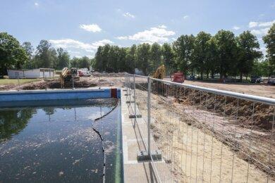 Rund um das größte Freibadbecken der Stadt entsteht bis Ende übernächsten Jahres ein Schwimmsportkomplex mit mehreren Hallenbecken. Wenngleich längst kein Spaßbad, soll die neue Einrichtung doch deutlich mehr Badeerlebnis bieten als andere Chemnitzer Schwimmhallen.