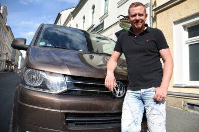 Der Oelsnitzer Familienvater und Gastwirt Patric Seemann ist mit seinem VW einem flüchtigen Unfallfahrer hinterhergedüst.