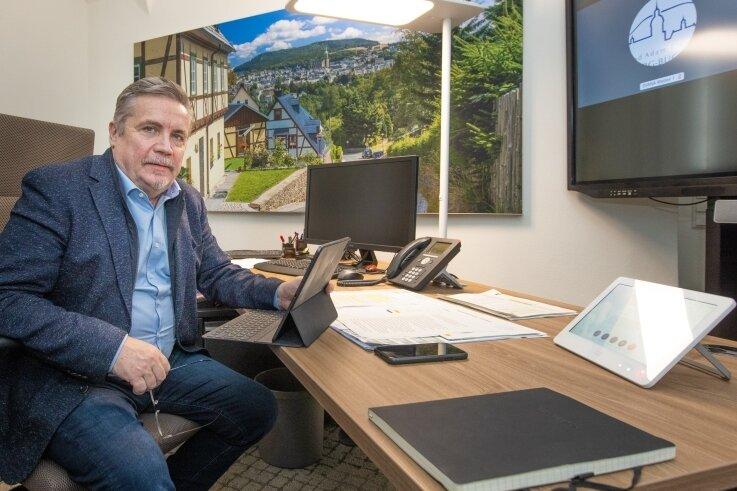 Premiere: Erstmals hatte Oberbürgermeister Rolf Schmidt am gestrigen Dienstag Journalisten zu einer Online-Pressekonferenz eingeladen.