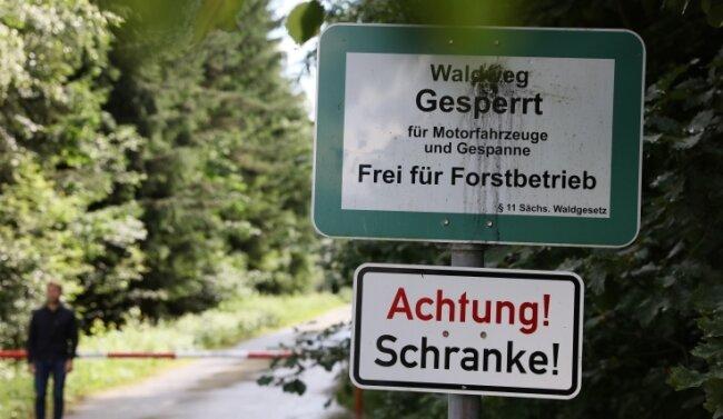 Teile des Hartmannsdorfer Forstes wurden einst militärisch genutzt. Verwalter und Gemeinde mahnen zur Vorsicht bei Funden.
