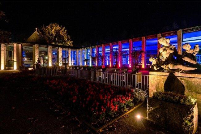Prächtig und farbenfroh illuminiert wurde die Kunstwandelhalle.