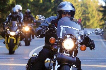 """<p class=""""artikelinhalt"""">Motorradfahrer am vergangenen Wochenende auf der Strecke zwischen Neidhardtsthal und Hundshübel.</p>"""