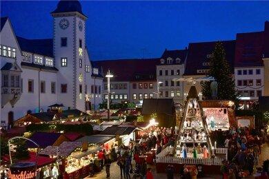 Der Freiberger Christmarkt im vergangenen Jahr. Die Stadt hält derzeit an dem Weihnachtsmarkt fest; er soll an mehreren Standorten stattfinden.Foto: Eckardt Mildner/Archiv