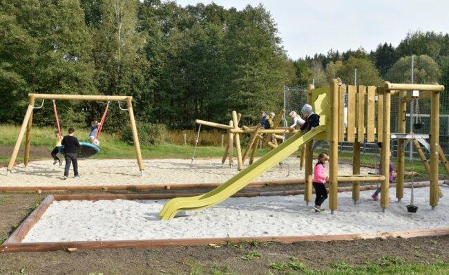 Der neue Spielplatz am Naturbad in Sohl wird rege genutzt.