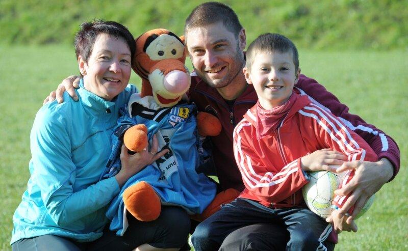 Ute Schmidt-Kluge mit ihrem Ehemann Pierre und Sohn Cedric, der nach dem Schicksalsschlag neuen Lebensinhalt gibt.