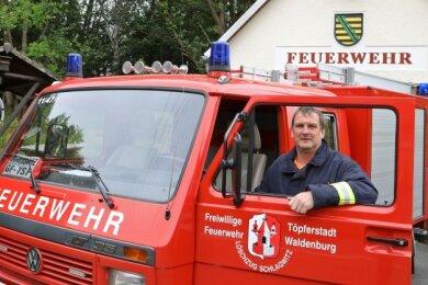 Jens Winter engagiert sich seit 30 Jahren in der Kommunalpolitik und ist seit 37 Jahren Chef der Freiwilligen Feuerwehr Schlagwitz.