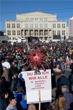 """Rund 45.000 Menschen nahmen laut """"Durchgezählt"""" bei der """"Querdenken""""-Demo teil. Vom Gericht erlaubt waren 16.000."""