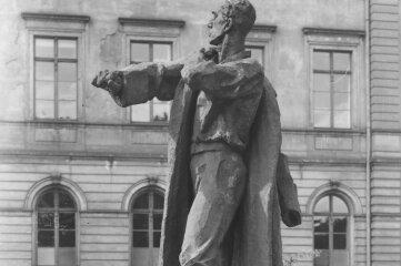 """Das Denkmal """"Der Aufbruch"""" wurde 1935 auf dem Albertplatz aufgestellt."""