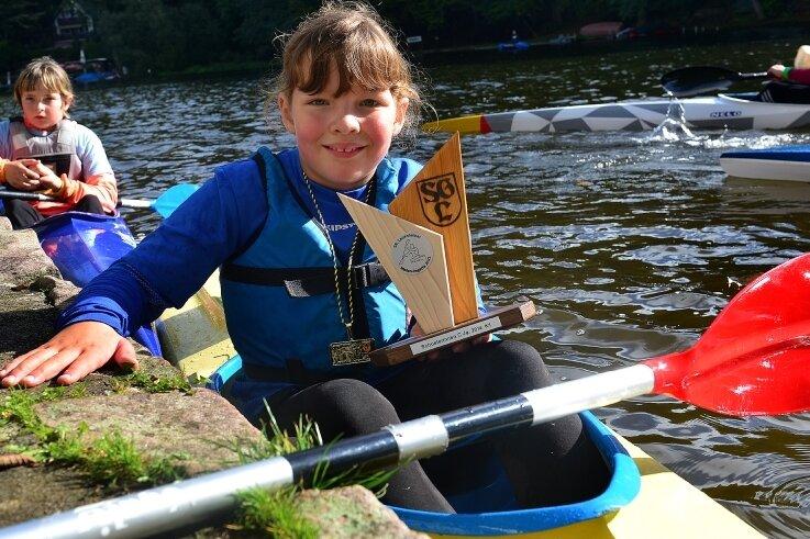 Erfolgreicher Nachwuchs: Amalia Rose von der SG Lauenhain gewann eine Goldmedaille im Einer und einen Pokal.