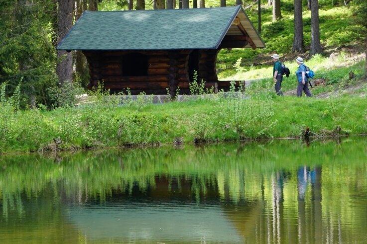 Seit dem Sommer ergänzt die sogenannte Rußhütte den Lehrpfad durch das Zwotaer Hüttenbachtal Zwota.