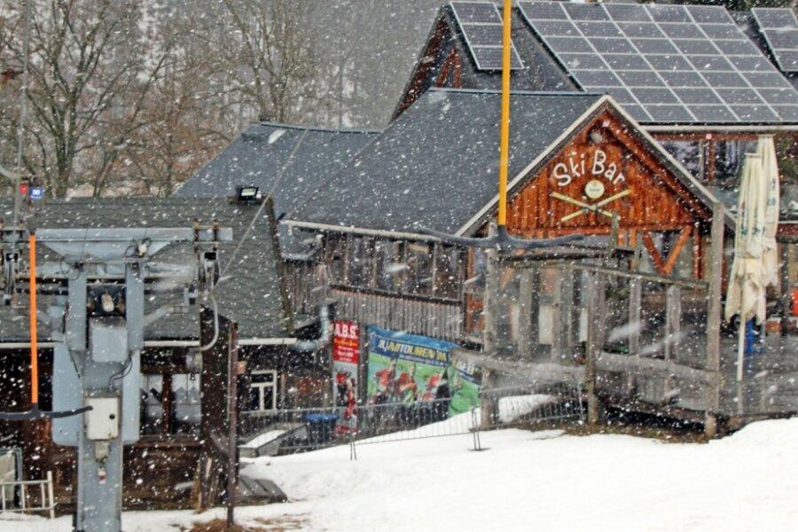 Im Lockdown: Am Lift in Holzhau, wo sich im Winter sonst hunderte Skisportler tummeln, herrschte am Wochenende ungewohnte Stille.