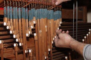 Zu den Arbeiten gehört die Regulierung der sogenannten Pedalkoppel.