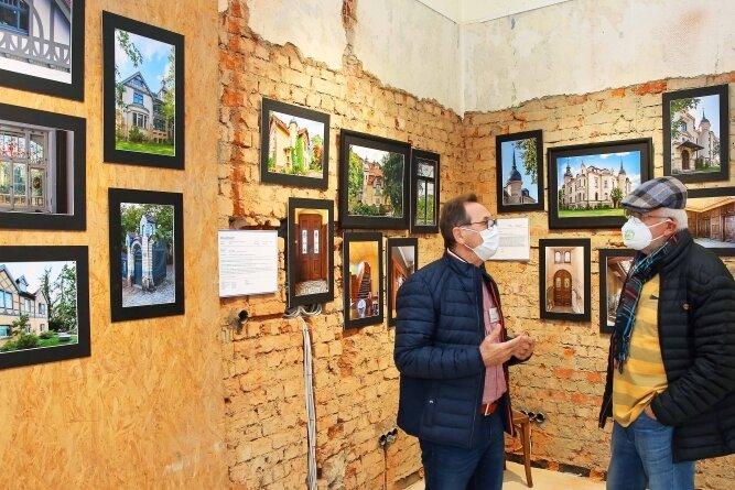 Im ehemaligen Ladengeschäft der Tuchfabrik in Werdau sind in dieser Woche Fotos von Gebäuden des Baumeisters Oskar Möbius zu sehen.