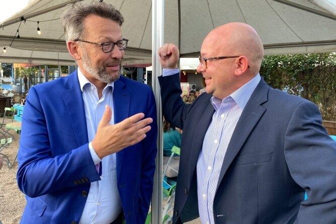 Parlamentskollegen in Berlin: Otto Fricke (links) und Frank Müller-Rosentritt beim liberalen Sommerfest am Uferstrand.