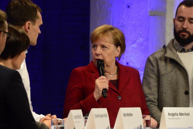 In der Debatte mit vier Lesern auf dem Podium ging es unter anderem um die Flüchtlingspolitik, um Fachkräftemangel und das Image von Chemnitz.