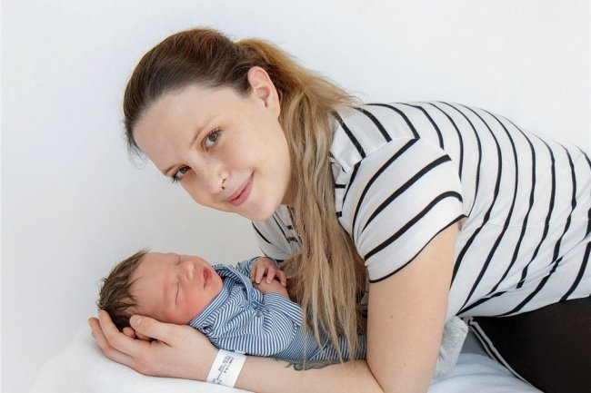 Sophie Georgi mit ihrem Sohn Theo André.