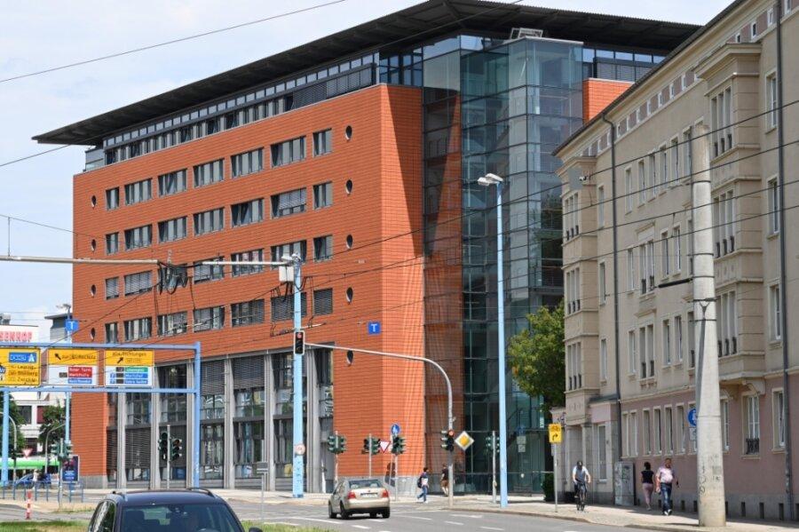 Im Mitte der 1990er-Jahre errichteten Bürger- und Verwaltungszentrum Moritzhof sind eine Reihe von Ämtern der Stadtverwaltung untergebracht. Nun prüft die Stadt, inwieweit der Standort eine Zukunft hat.