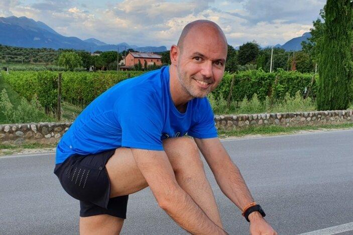 Nicht nur im Urlaub wie hier am Gardasee: Tobias Pfennig schnürt sich nach wie vor regelmäßig die Laufschuhe. Aber nur noch hobbymäßig.