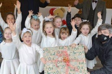 """Die """"Schneeflöckchen"""" führten ein kleines Programm mit Weihnachtsliedern auf."""