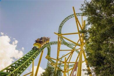 """Mit Karacho in die Tiefe: die Achterbahn """"Cheetah Hunt"""" in Busch Gardens Tampa."""
