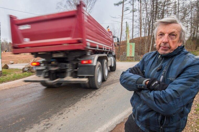 Und wieder poltert ein Steinbruch-Lkw an Rainer Hartmann vorbei. Damit das bald aufhört, hat er ein Schreiben verfasst.