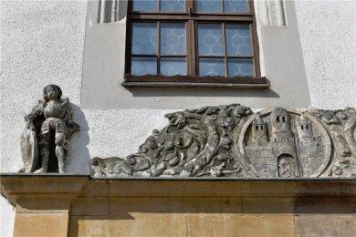 Im Städtischen Festsaal über dem Freiberger Ratskeller entsteht ein Corona-Schnelltestzentrum. In anderen Zeiten finden Veranstaltungen und Tagungen im Saal statt, in dem 1834 und 1836 Pianistin Clara Wieck auftrat. Am Gebäude aus dem Jahr 1545/46 gibt es eine Welterbe-Hinweistafel.