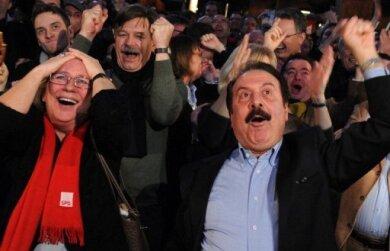 Nach dem fulminanten Wahlsieg in Hamburg sieht sich die SPD auch im Bund im Aufwind. Bei der CDU herrscht dagegen angesichts des dramatisch schlechten Ergebnisses Ratlosigkeit.