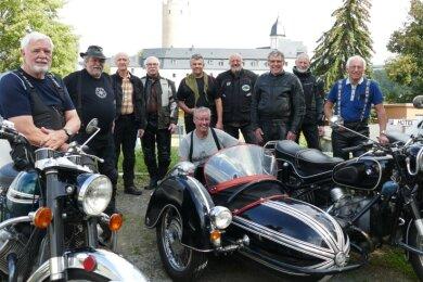 """Ihr diesjähriger Motorradausflug führte die """"Veteranenfreunde Siebengebirge"""" nach Zschopau. Dabei übernachteten sie im Hotel """"Schlossblick"""" - mit bestem Blick auf das Wahrzeichen der Stadt."""