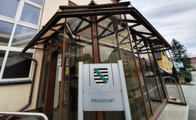 Nach den neuesten Plänen des sächsischen Finanzministeriums soll das Zschopauer Finanzamt 2025 leergezogen werden.
