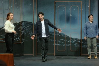 """Proben zu """"Don Giovanni"""": Sebastian Seitz (Mitte) spielt die Titelrolle des Wüstlings, der am Ende vom Höllenfeuer verschluckt wird."""