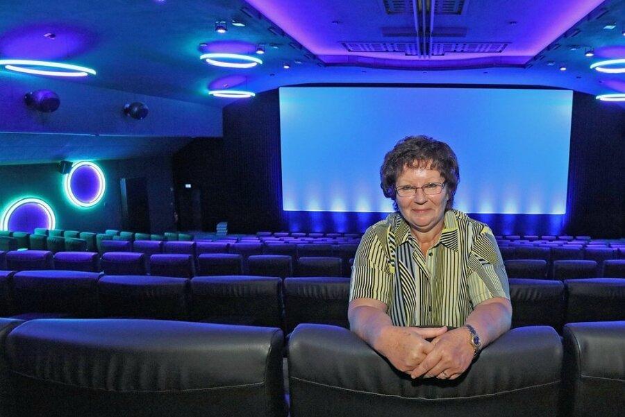 """Kathrin Swoboda von der Zwickauer Theaterleitung freut sich: Am Donnerstag geht der Vorhang im """"Astoria"""" wieder auf."""