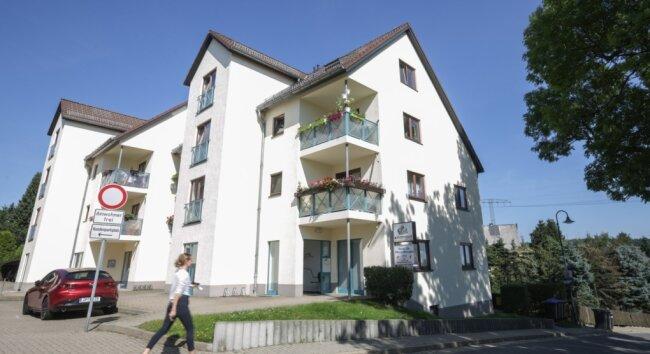 Die Arztpraxis in Kleinolbersdorf (im Erdgeschoss) wird ab 1. Oktober vorerst unbesetzt sein. Eine Nachfolgerin oder ein Nachfolger wird gesucht.