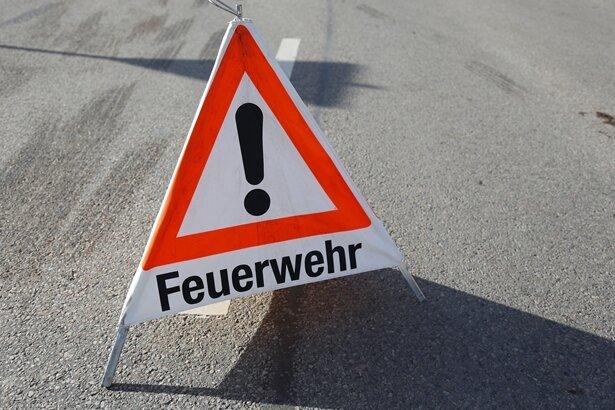 Feuerwehrmann bei Einsatz in Großhartmannsdorf verletzt