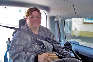 """Angela Graichen erhielt in der """"Leser-helfen""""-Aktion einen eigenen Transporter. Damit braucht sie keinen Fahrdienst mehr."""