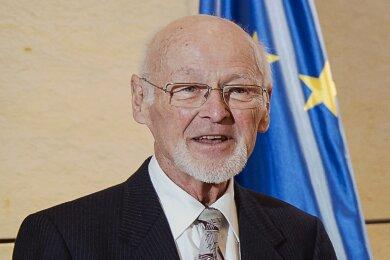 Wolfgang Horlbeck mit dem Bundesverdienstkreuz am Bande, das ihm im März in der Staatskanzlei in Dresden überreicht wurde.