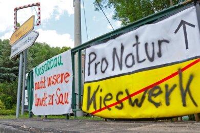 Auch wenn in beiden Abbaufeldern nicht mehr parallel sondern nacheinander geschürft werden soll: Die Anwohner in Schneppendorf wehren sich weiter gegen das Vorhaben.