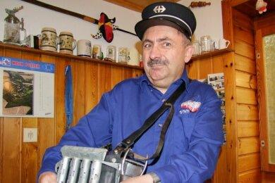 """<p class=""""artikelinhalt"""">Rainer Wingert hat eine ideale Verbindung seiner Begeisterung für die Schweiz und die Eisenbahn gefunden. Er ist Kondukteur (der Begriff kommt aus dem Französischen und bedeutet Schaffner) bei einem Schweizer Bahnverein. </p>"""