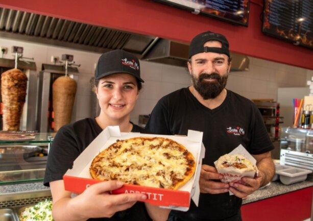 """Gizem Dal und ihr Mann Hüseyin haben in Rochlitz das """"Bone Ma"""" eröffnet. Der Name ist Programm, heißt """"Mein Zuhause"""". Denn die neue Inhaberin des Döner-Restaurants hat sich mit ihrem Umzug von Crimmitschau nach Rochlitz einen Traum erfüllt."""