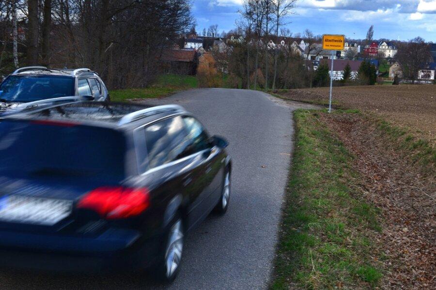 Die Einbahnstraßenregelung am Badweg in Altmittweida ist passé: Eine knappe Mehrheit der Gemeinderäte stimmte dafür, den Verkehr in beide Richtungen wieder freizugeben - auch zum Wohle der Kinder.