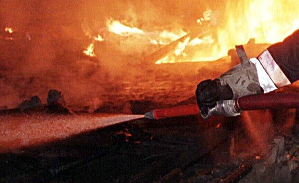 80 Feuerwehrleute rücken zu Garagenbrand aus