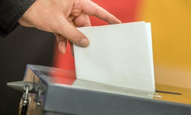 Der Weg zur Wahlurne bei der Bundestagswahl wird von Hygieneauflagen wegen der Coronapandemie begleitet.