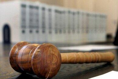 Drei Frauen und zwei Männer im Alter von 20 bis 30 Jahren sollen in Plauen und in Falkenstein Dutzende Straftaten begangen haben. Laut Anklage stahl die Bande alles, was nicht niet- und nagelfest ist.