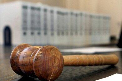 Alter schützt vor Strafe nicht? Richtig, das ist aber nicht der Grund, warum eine 82 Jahre alte Frau aus dem nördlichen Landkreis Zwickau am Montag vom Amtsgericht freigesprochen wurde.