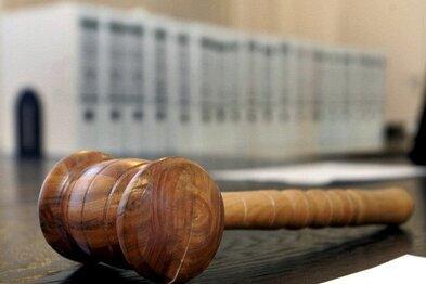 Ein Rentner entdeckte in einem Stoffbeutel ein Messer und eine Pistole. Der Besitzer stand nun wegen Verstoßes gegen das Waffengesetz vor Gericht.