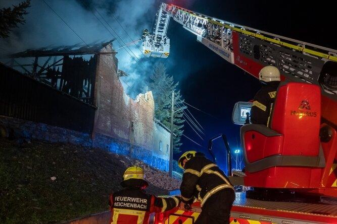 Für den Brandeinsatz der Drehleiter musste die Stromversorgung am Ort des Geschehens eingestellt werden.